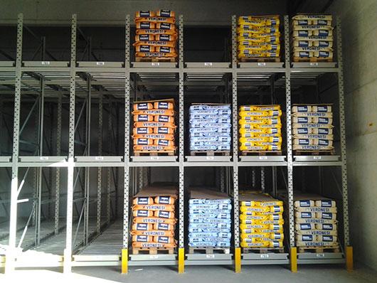 Danno su scaffalatura industriale di magazzino